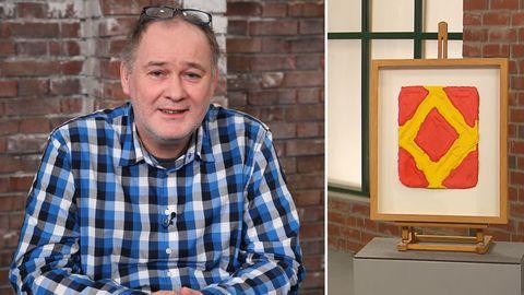 Bares für Rares Händler Walter Waldi Lehnert schaut in die Kamera. Das Gemälde zeigt eine Raute.