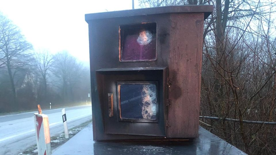 """Der beschädigte Blitzer """"Bernhard""""aus Bielefeld"""