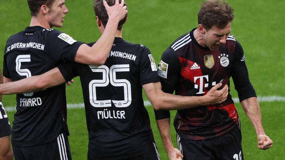 Brutale Effizienz und große Cleverness: Leon Goretzka (r.) ballt die Fäuste nach sein Siegtor gegen RB Leipzig