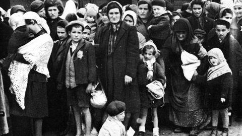 Ungarische Juden auf Rampe/Auschwitz1944 Nationalsozialismus: Konzentrationslager. - Ungarische Juden an der Rampe in Auschwitz-Birkenau.- Foto (SS-Erkennungsdienst), Sommer 1944.