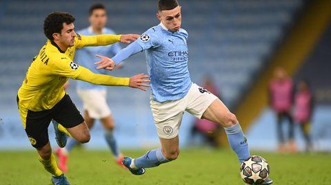 Citys Phil Foden liefert sich einen Zweikampf mit Dortmunds Mateu Morey
