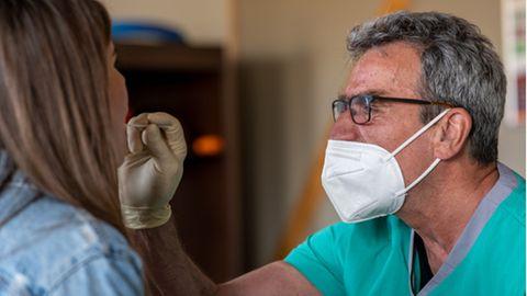News zur Corona-Pandemie: Knapp 10.000 Neuinfektionen und 298 Covid-Tote in Deutschland