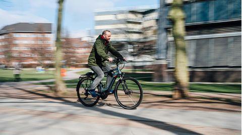 Hannes Ross auf dem E-Bike
