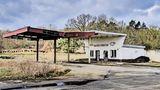 Hier tankt keiner mehr auf: Diese alte Tankstelle steht bei Nennhausen im Süden des Landkreises Havelland in Brandenburg.