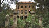 Die Villa Oppenheim in Köln – auch bekannt als Haus Fühlingen – entstand 1884 und steht seit 1963 unter Denkmalschutz. Doch das Gelände des Geisterhauses, um das sich viele Geschichten ranken, ist längst zu einer illegalen Mülldeponie verkommen.