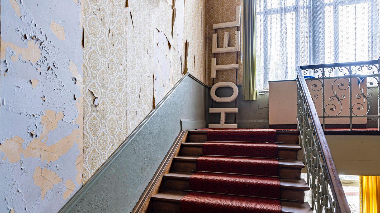 Bild 1 von 15 der Fotostrecke zum Klicken: Das Kurhaus Sand ist eines von vielen Lost Places auf der Schwarzwaldhochstraße. Das einst mondäne Hotel wurde 2005 geschlossen.