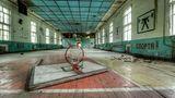Schon seit Jahren wird hier nicht mehr trainiert: Die Sporthalle gehörte zu einer verlassenen Kaserne der Roten Armee in Vogelsang im Bundesland Brandenburg.