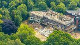 Diese Unterkunft existiert nicht mehr: Eine Luftaufnahme der Abrissarbeiten des ehemaligen Hotels Seestern. Das Haus befand sich in Haltern am See im Naturpark Hohe Mark-Westmünsterland im Bundesland Nordrhein-Westfalen