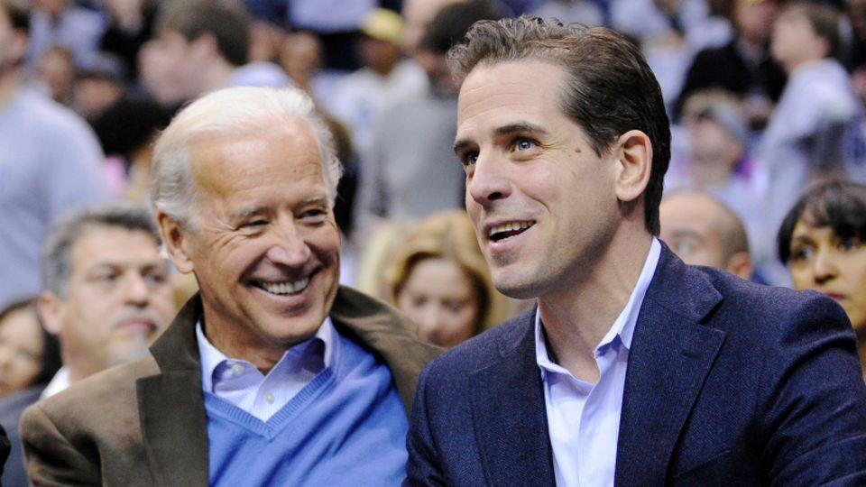 Während Joe Biden (l.) 2010 als US-Vize-Präsident in die höchsten politischen Ämter des Landes aufstiegen war, stürzte sein SohnHunterin immer tiefere Abgründe