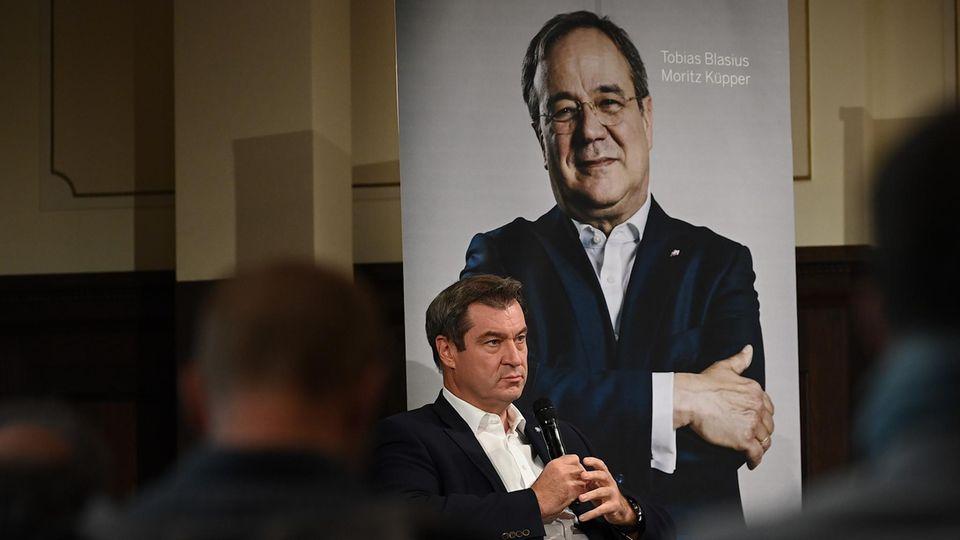 """Bayerns Ministerpräsident Markus Söder (CSU), stellt das Buch """"Der Machtmenschliche - Armin Laschet. Die Biografie"""" vor"""