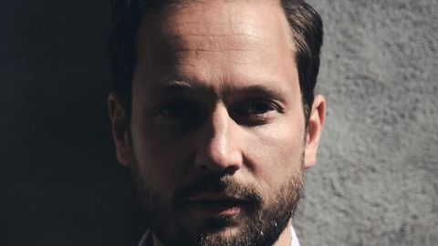"""""""Wir Deutschen überschätzen unsere Organisation, aber noch mehr unterschätzen wir unsere Solidarität"""", sagt Schriftsteller Friedemann Karig."""