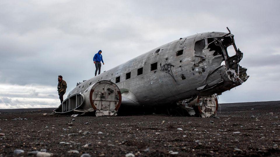 Das bekannteste Wrack Islands: Die Überreste einer notgelandeten Douglas DC-3 an der Südküste.