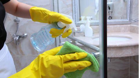 Es ist wichtig, die Dusche regelmäßig zu reinigen