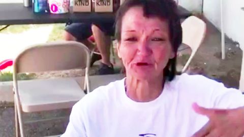 Ehrenamtliche Aktion rührt obdachlose Frau zu Tränen