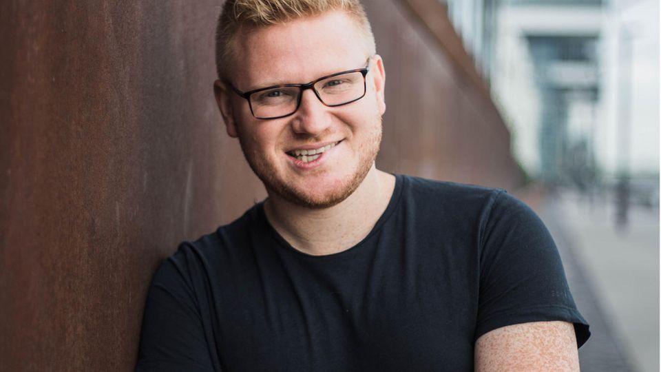 """Mathias Herwix, 28, ist Absolvent der RTL-Journalistenschule. Mit seinem Facebook-Projekt """"Back to War"""" wollte er die Auseinandersetzung mit den deutschen Abschiebungen nach Afghanistan in die sozialen Medien tragen."""