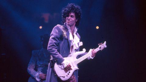 Prince bei einem Konzert auf der Purple Rain-Tour 1984