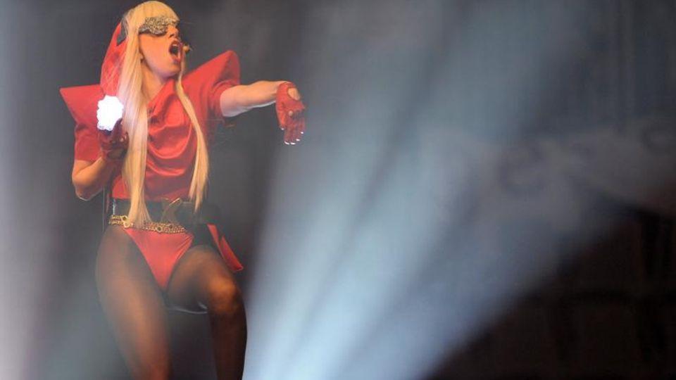Popkultur: Wie Lady Gaga geschickt die Bildsprache der Nazis für sich nutzt
