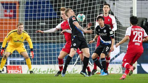 Spielszene aus dem Bundesligaspiel Bielefeld gegen Freiburg