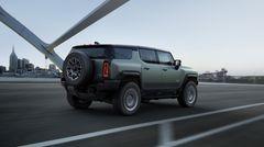 Das absenkbare Fahrwerk ermöglicht eine gute Geländegängigkeit und ein ansprechendes Fahrverhalten bei hohen Geschwindigkeiten.