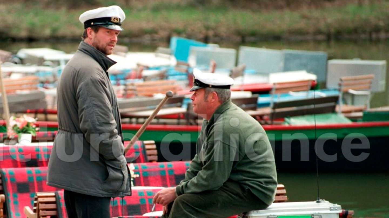 Plausch zwischen zwei Bootsbesitzern