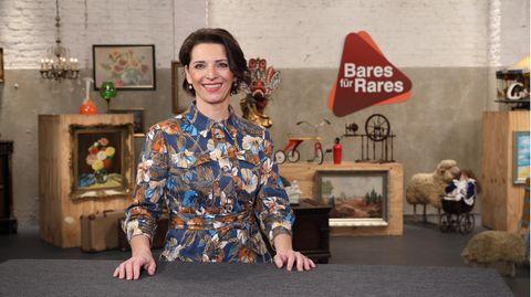 Wendela Horz steht im Studio von Bares für Rares in Pulheim