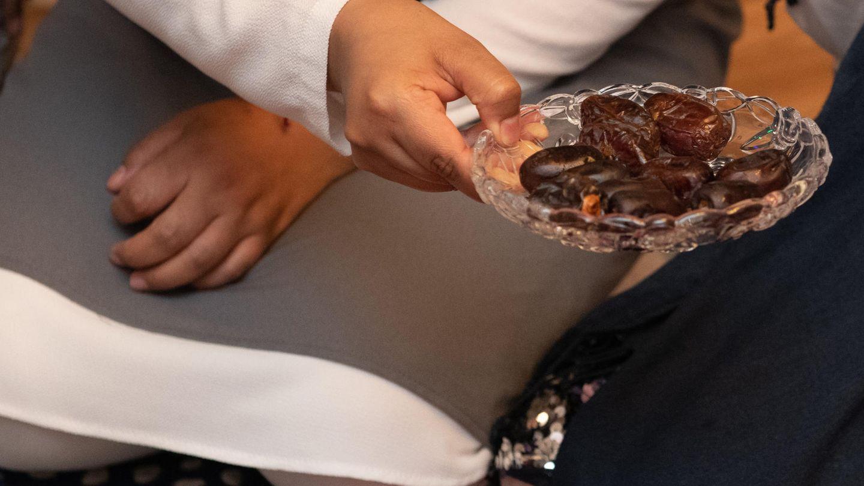Datteln werden beim Fastenbrechen im Fastenmonat Ramadan gereicht