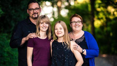 Thorsten Koch mit seiner Frau und deren beiden Töchtern