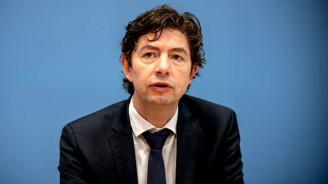 Christian Drosten, Direktor Institut für Virologie an derCharité Berlin