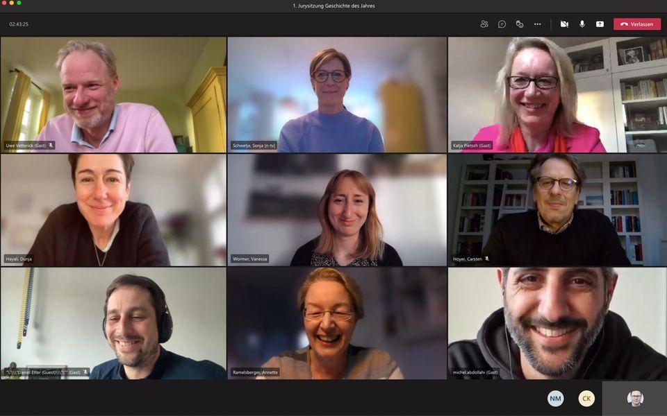 """Screenshot der virtuellen Sitzung des neu konstituierten Beirats des Nannen Preises, der als Jury für die Preis-Kategorie """"Geschichte des Jahres"""" fungiert."""