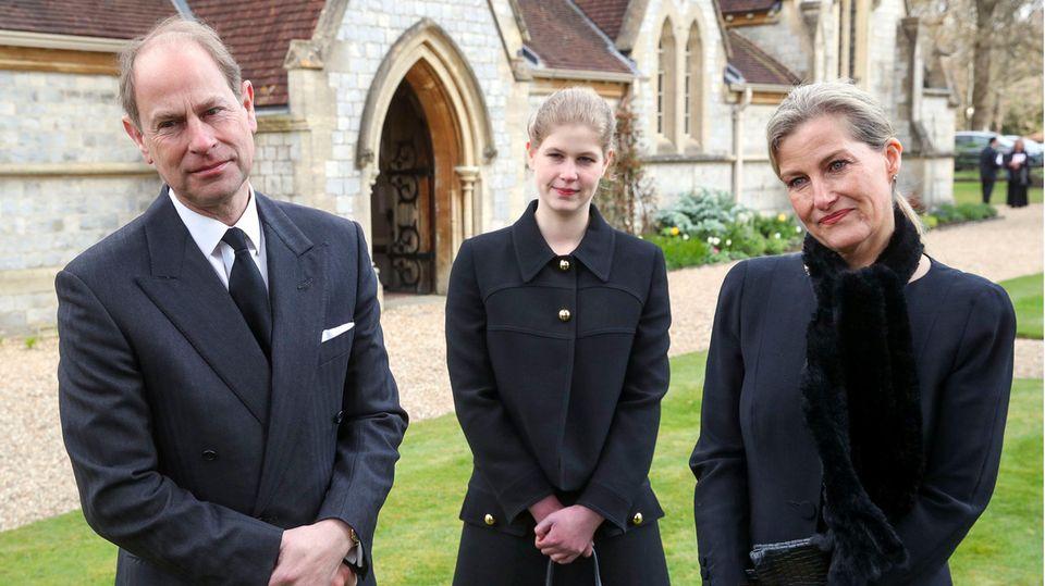 Prinz Edward, Sophie von Wessex und ihre Tochter Louise (M.) nach ihrem Besuch bei der Queen auf Schloss Windsor