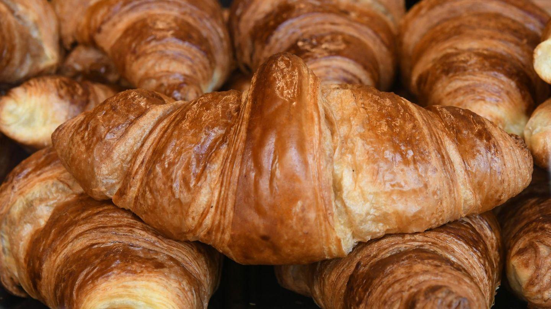Frische Croissants in einer Bäckerei