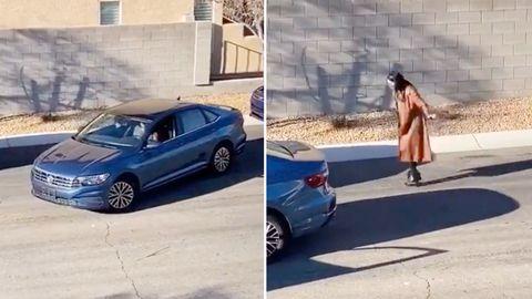 Eine Frau versucht mehrfach rückwärts seitlich einzuparken –mit überschaubarem Erfolg.