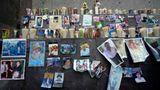 Mexiko-Stadt, Mexiko. Mit Fotos und Kerzen haben Trauernde in der Basilika von Guadalupe eine Gedenkstätte errichtet, um der Menschen zu gedenken, die an Covid-19 gestorben sind.Das Land mit den zehntmeisten Einwohnern der Welt (rund 127Millionen)hat absolut die drittmeisten registrierten Corona-Toten nach den USA und Brasilien.