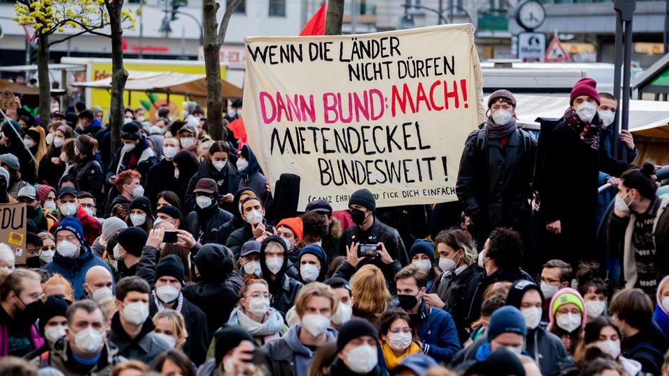 Demonstration nach dem Mietendeckel-Urteil in Berlin