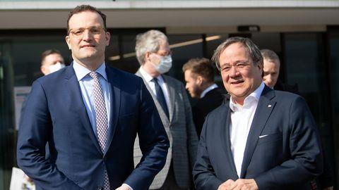 Bundesgesundheitsminister Jens Spahn und Nordrhein-Westfalens Ministerpräsident Armin Laschet (beide CDU)