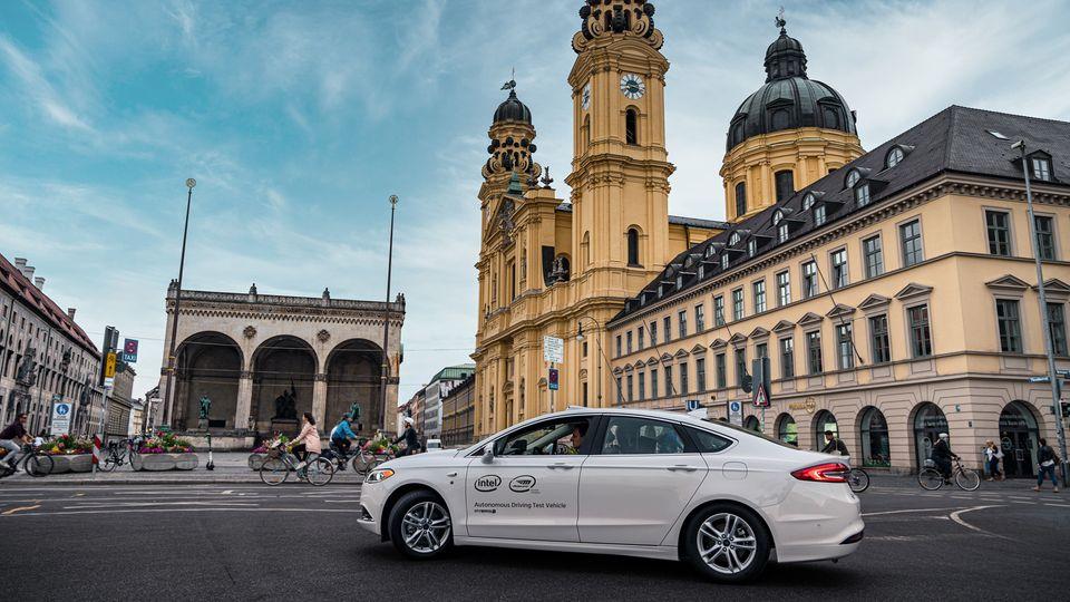 Selbstfahrendes Auto von Mobileye in München