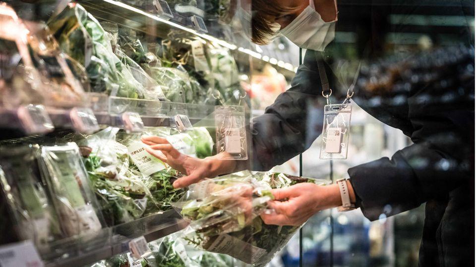 Die Gemüseabteilung eines niederländischen Supermarkts