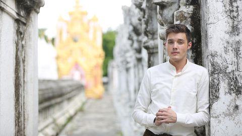 Mikis Weber ist ein Popstar in Myanmar. Er beteiligte sich an den Protesten gegen den Putsch des Militärs. Nun muss der Deutsche das Land verlassen.