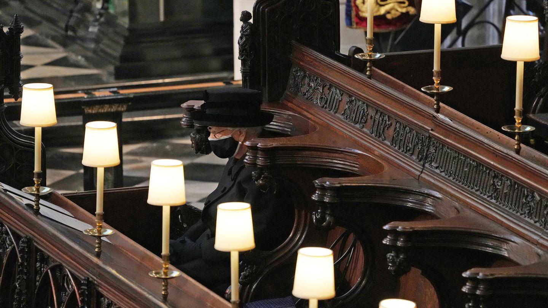 Die Queen saß bei der Trauerfeier für Prinz Philip ganz allein auf einer Bank