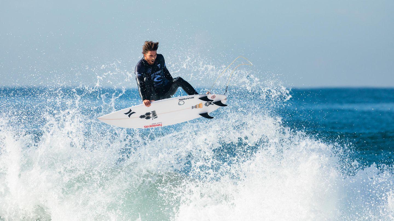 Narrabeen, Australien.Reef Heazlewood von der Sunshine Coast im Bundesstaat Queensland zeigt in der dritten Runde des Rip Curl Narrabeen Classic einen Sprung auf seinem Surfbrett.