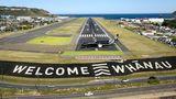 Der erste Flug aus Australien wird in Wellington besonders begrüßt: Willkommen Familie:Whānau istein Wort aus derMāori-Sprache.