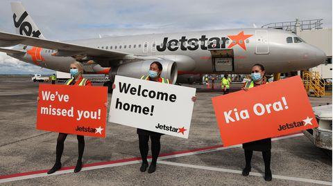 Auch in der Metropole Auckland wird auf dem Flughafen die erste Maschine aus Australien freudig begrüßt.
