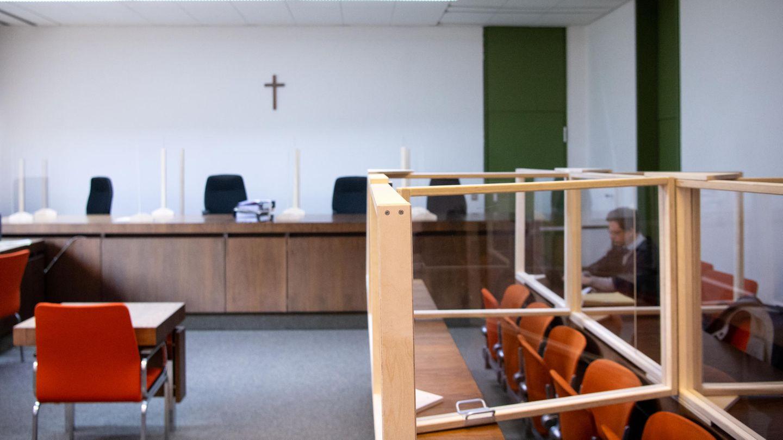 Start eines Prozesses gegen einen dementen Mann, der in einem Pflegeheim drei Frauen sexuell missbraucht hat.
