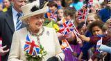 Elizabeth the Queen   1952 bestieg Elizabeth II. den Thron des Vereinigten Königreichs Großbritannien und Nordirland. Es folgte eine unglaublich lange Amtszeit. Auch für eine Königin. Sie erlebte Winston Churchill, Margaret Thatcher und musste sich jetzt einer ihrer schwersten Prüfungen stellen. Nach über 73 Jahren Ehe ist ihr Gefährte Prince Philip mit 99 Jahren gestorben. Der New-York-Times-Besteller Elizabeth the Queen - The Life of a Modern Monarch erzählt das Leben einer Ausnahme-Monarchie, die ihresgleichen sucht.