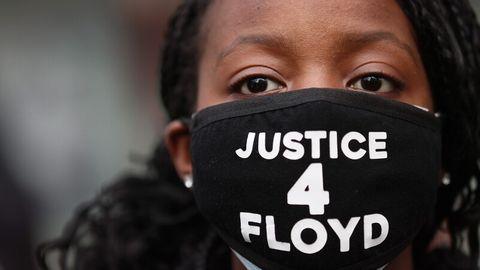 Mann stößt Frau vor Zug: Haftbefehl wegen Mordes beantragt