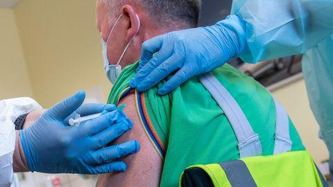 Vorteile durch Corona-Impfung: Bund plant Lockerungen für Geimpfte – manchen Ländern geht das zu langsam
