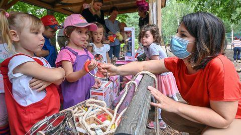Grünen-Politikerin Annalena Baerbock beim Besuch eines Kindergartens in Ludwigsfelde