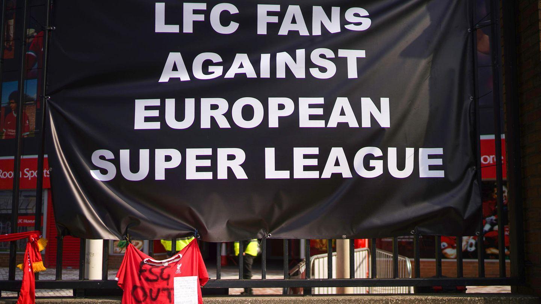 Liverpool-Fans protestieren vor dem Spiel ihrer Mannschaft gegen Leeds United gegen die Plänefür einer Super League