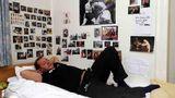 Auf seine alkoholseligen Höhenflüge folgten immer wieder tiefe Abstürze. Immer wieder kämpfte Willi Herren mit Suchterkrankungen. Wegen Trunkenheit am Steuer kassierte er 2008 eine Bewährungsstrafe und verlor für zwei Jahre seinen Führerschein. Bei dem darauf folgenden Entzug in einer Entzugsklinikin Köln-Dellbrück ließ sich Herren von Kameras begleiten.