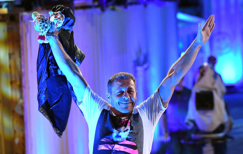 """Bei der Sat.1-Show """"Promi Big Brother"""" belegte Herren 2017 den dritten Platz. Der Kölner wurde gerne in Trash-Formate eingeladen, wo er für Stimmung und Intrigen sorgte. Er saß im Dschungelcamp,kämpfte 2015 in """"Ich bin ein Star – Lasst mich wieder rein!""""um einen Wiedereinzug in die Show. War 2019 Teil der legendären Staffel von """"Das Sommerhaus der Stars"""" auf RTL. Daneben machte er bei der Sendung """"Kampf der Realitystars – Schiffbruch am Traumstrand"""" mit und ging mit seiner Frau auf""""Temptation Island"""". Sein letzter Einsatz war in deraktuellen zweiten Staffel von """"Promis unter Palmen"""". Aufgrund seines Todes verzichtet Sat.1 darauf, die restlichen Folgen auszustrahlen."""